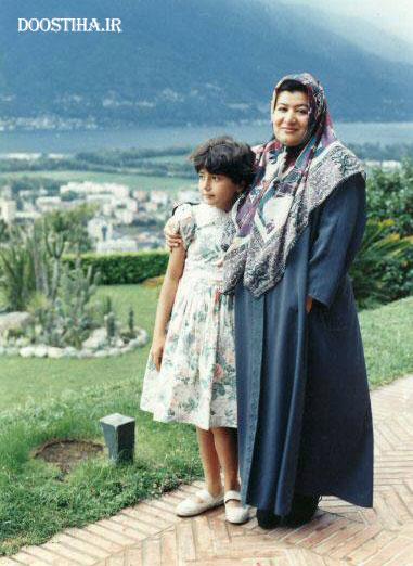 عکس کودکی باران کوثری در کنار پوران درخشنده