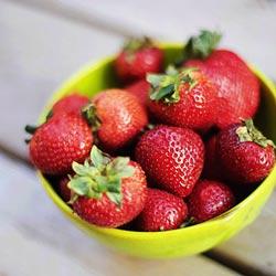 توت فرنگی بدترین ماده غذایی برای معده
