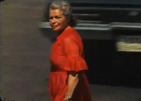 دانلود مستند زن سرخ پوش میدان فردوسی